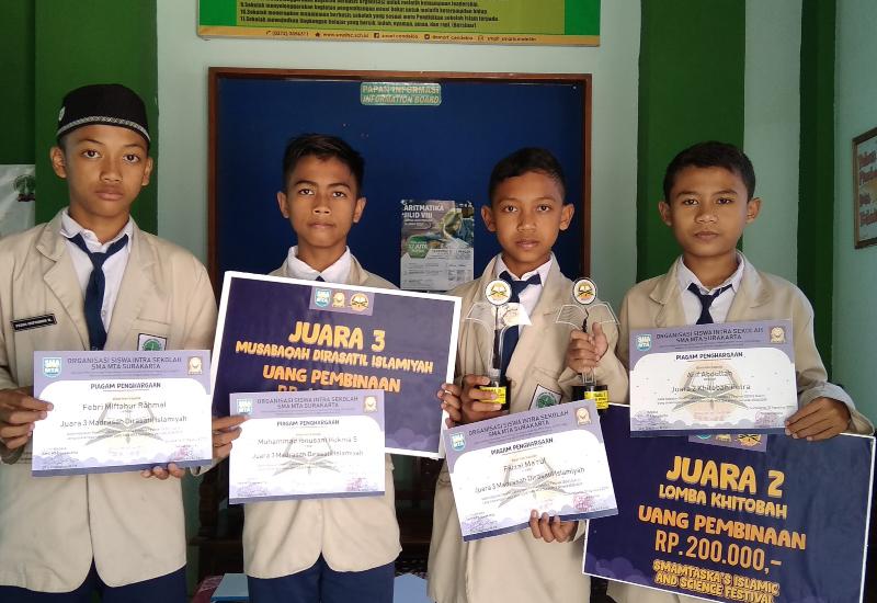 SMPIT Smart Cendekia Juarai Lomba Khitobah dan LCC Islam